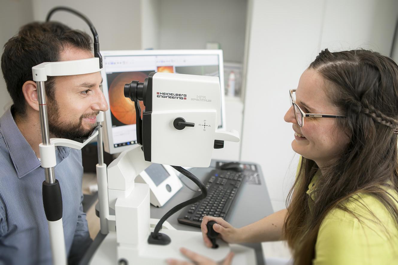 Oct Schichtaufnahme Von Sehnerv Und Netzhaut Augenarztpraxis Dr